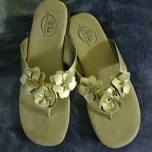 Lifestride tan sandals